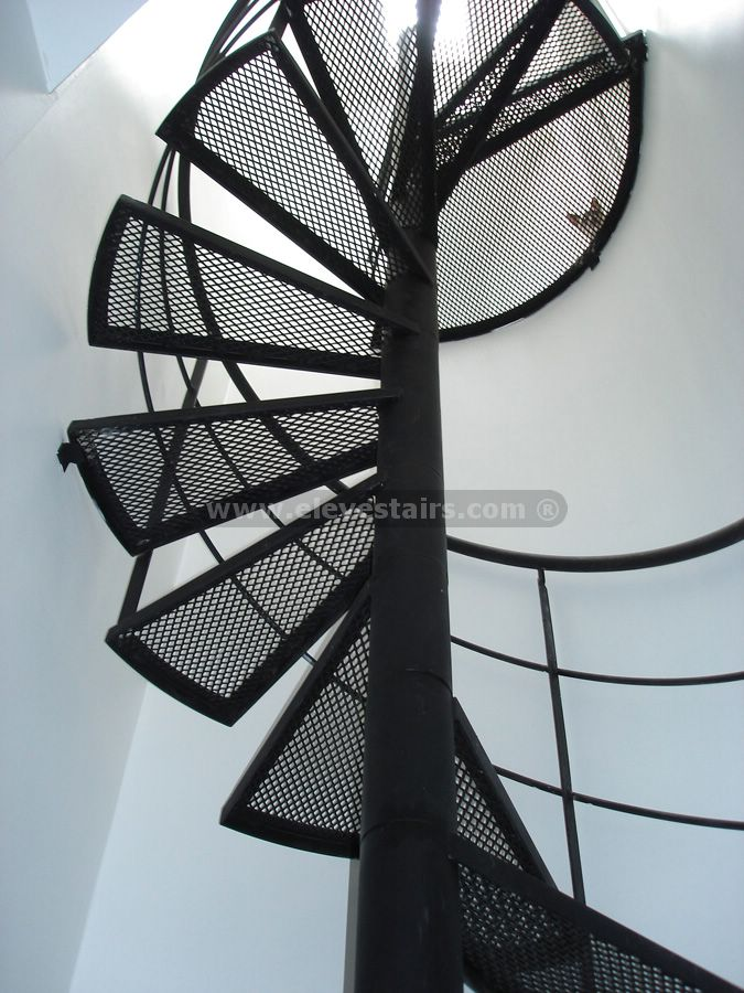 Special circular stairs spiral stair eleve metalic for Circular stair